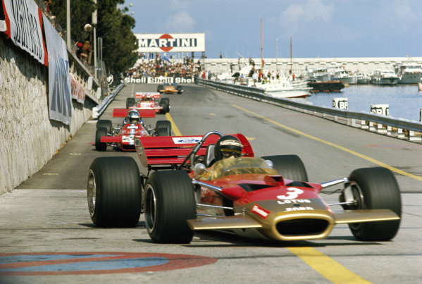 Jochen Rindt, Lotus 49C Ford leads Piers Courage, De Tomaso 308 Ford.