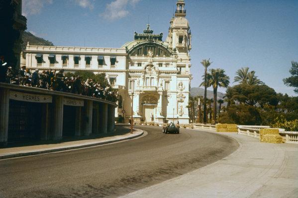 Monte Carlo, Monaco. 16-19 May 1957. Tony Brooks (Vanwall VW7) 2nd position, at Massenet approaching the casino. Ref-57 MON 35. World Copyright - LAT Photographic