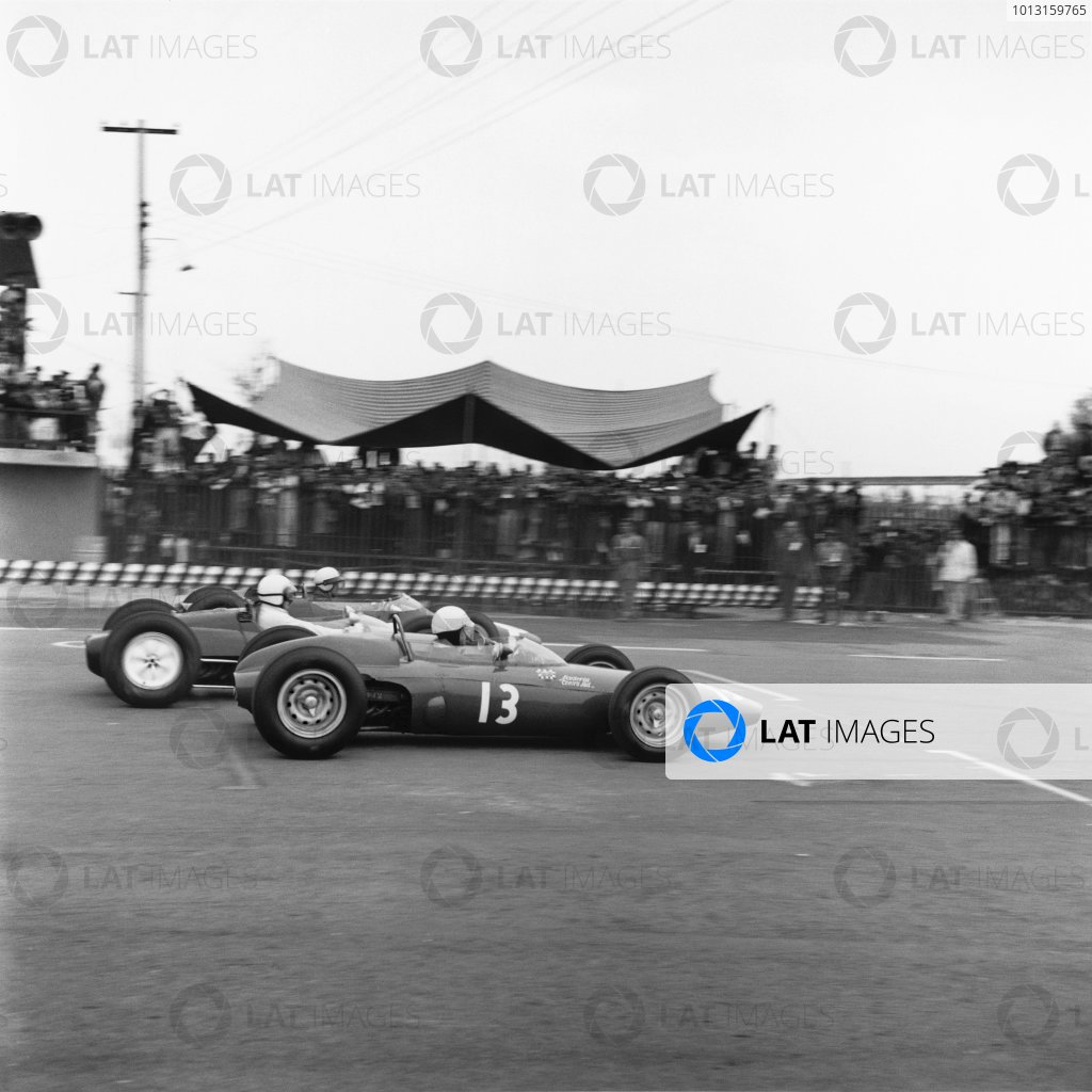 1963 Mexican Grand Prix.Mexico City, Mexico.25-27 October 1963.Moses Solana (BRM P57), 11th position retired.World Copyright - LAT Photographic.ref: 22256