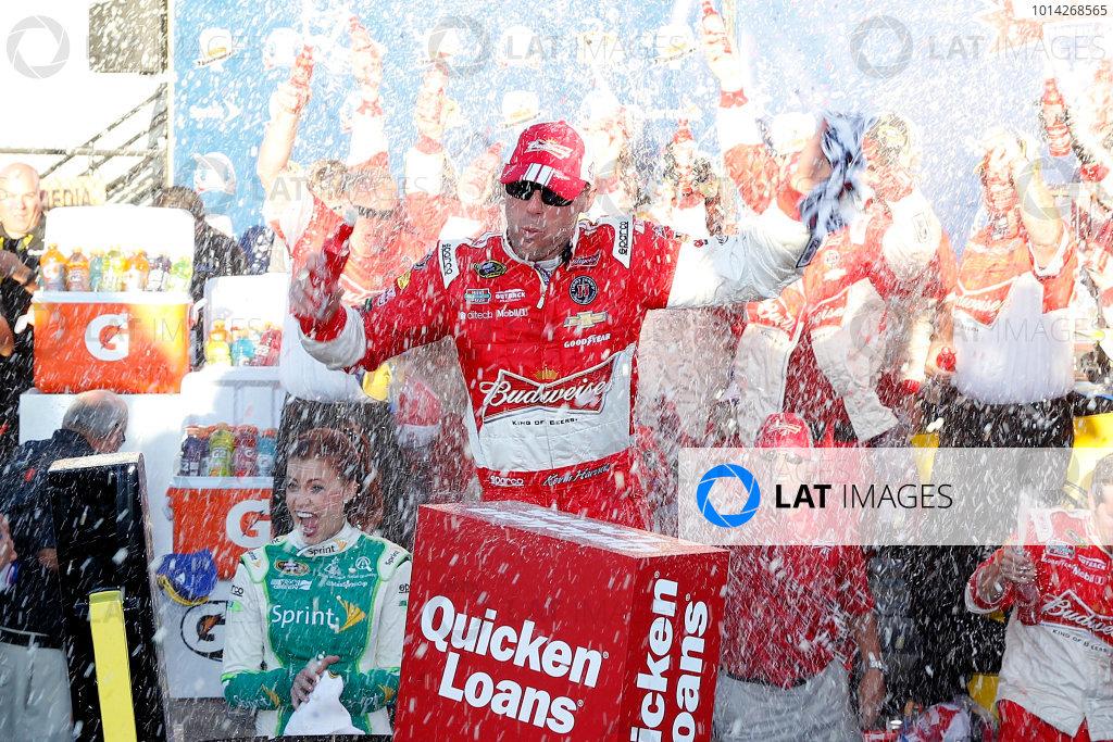 7-9 November, 2014, Avondale, Arizona USA Kevin Harvick celebrates in victory lane ?2014, Russell LaBounty LAT Photo USA