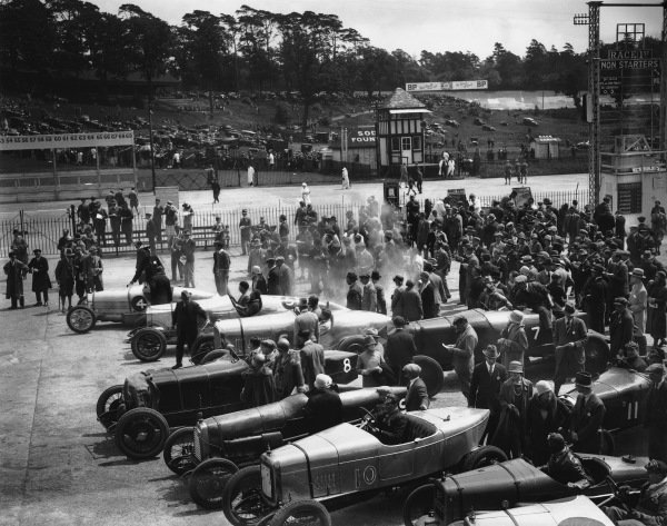 1925 BARC Whitsun Bank Holiday Meeting. Brooklands, England. June 1925. Top to bottom: #4 Kidston's Bugatti, #5 Coe's 30-98 Vauxhall 'Vixen' (which was to be seriously damaged in an accident during the 100mph Short Handicap), Barnato's 3-litre Bentley, #7 is Scriven's Austin 20, #8 Lanfranchi's Alfa-Romeo, #9 is J C Douglas with 'Razor-Blade', #10 is H L Aldridge's Alvis, #11 is Benjafield's Salmson, the Austin is Francis Samuelson's, and there is a second #14 A Y Jackson12-50 Alvis,  just creeping into the bottom of the photo. World Copyright: LAT Photographic. Ref:  Autocar Glass Plate A4777.