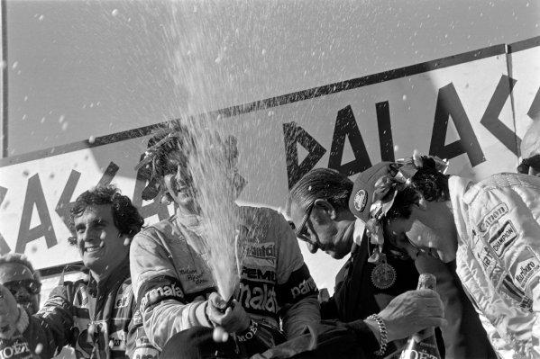 1981 USA Grand Prix. Caesars Palace, Las Vegas, Nevada, USA. 15th - 17th October 1981. Nelson Piquet, Brabham BT49C-Ford, 5th position to clinch the World Championship, podium, portrait.  World Copyright: LAT Photographic.  Ref:  81_1053_23A.