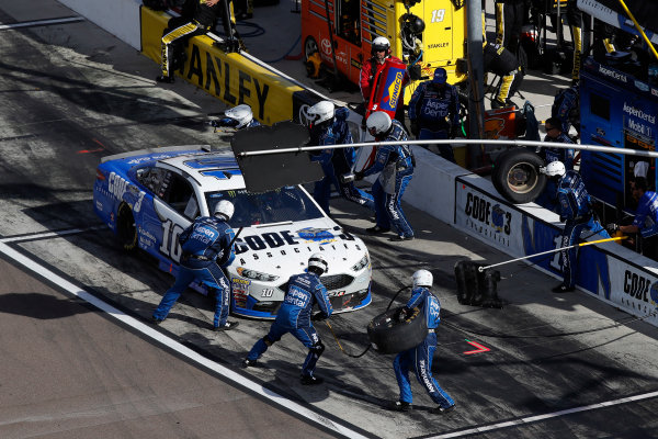 Monster Energy NASCAR Cup Series Can-Am 500 Phoenix Raceway, Avondale, AZ USA Sunday 12 November 2017 Danica Patrick, Stewart-Haas Racing, Aspen Dental $10M for Veterans Ford Fusion, pit stop World Copyright: Michael L. Levitt LAT Images