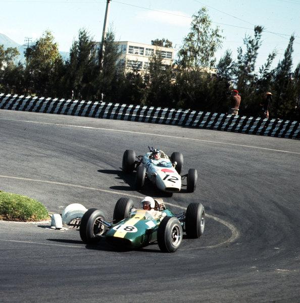 Mexico City, Mexico.22-24 October 1965.Moises Solana (Lotus 25 Climax) leads Ronnie Bucknum (Honda RA272).Ref-3/1879.World Copyright - LAT Photographic