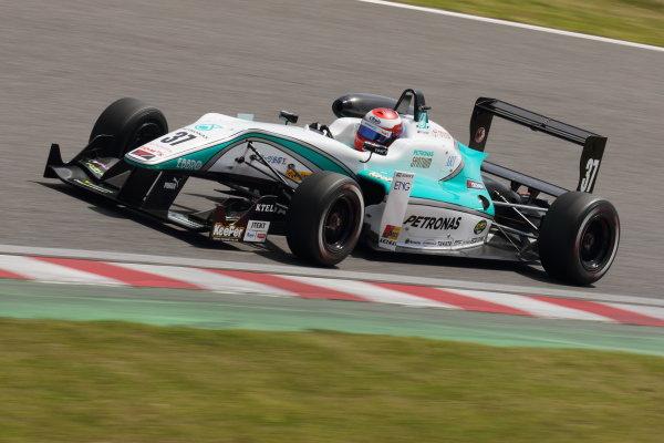 2015 Japanese Formula 3 Championship. Suzuka, Japan. 18th - 19th April 2015. Rd 1 & 2. Rd.2 Winner Nick Cassidy ( #37 PETRONAS TOM'S F314 ) action World Copyright: Yasushi Ishihara/LAT Photographic. Ref: 2015JF3_Rd1&2_011