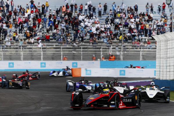 Oliver Rowland (GBR), Nissan e.Dams, Nissan IMO2, leads Edoardo Mortara (CHE), Venturi Racing, Silver Arrow 02, and Pascal Wehrlein (DEU), Tag Heuer Porsche, Porsche 99X Electric