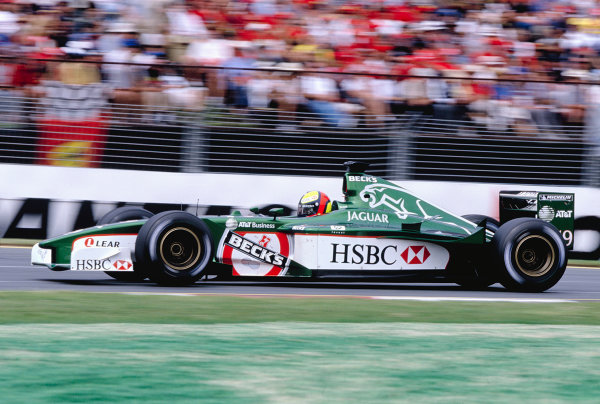 2001 Australian Grand Prix.Albert Park, Melbourne, Australia. 2-4 March 2001.Luciano Burti (Jaguar R2) 8th position.Ref-01 AUS 25.World Copyright - Clive Rose/LAT Photographic
