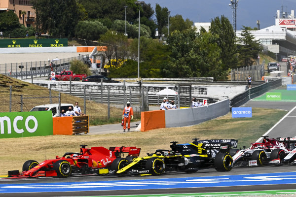 Sebastian Vettel, Ferrari SF1000, leads Daniel Ricciardo, Renault R.S.20, Kimi Raikkonen, Alfa Romeo Racing C39, Kevin Magnussen, Haas VF-20, and the remainder of the field at the start