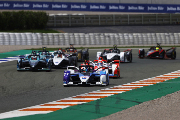 Jake Dennis (GBR), BMW I Andretti Motorsport, BMW iFE.21, leads Alex Lynn (GBR), Mahindra Racing, M7Electro, Oliver Turvey (GBR), NIO 333, NIO 333 001, and Norman Nato (FRA), Venturi Racing, Silver Arrow 02