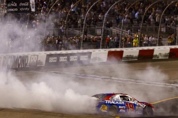 #19: Martin Truex Jr., Joe Gibbs Racing, Toyota Camry Bass Pro Shops Red White Blue