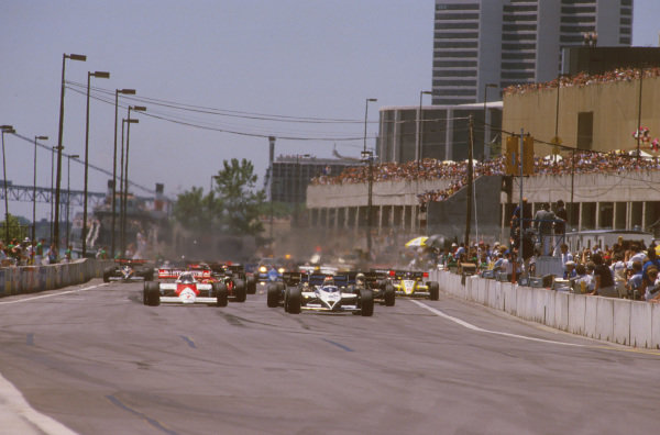 Detroit, Michigan, USA.22-24 June 1984.Nelson Piquet (Brabham BT53 BMW) leads Alain Prost (McLaren MP4\2 TAG Porsche) at the start.Ref-84 USA 05.World Copyright - LAT Photographic