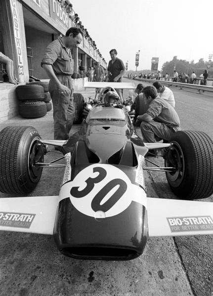 Jo Siffert(SUI) Walker -Durlacher Lotus 49B, retired with a broken piston, having run with the leading group for most of the race Italian GP, Monza, 8 September 1969