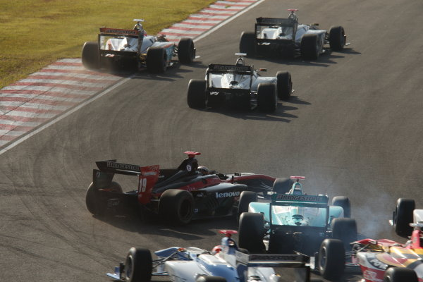 2014 Super Formula Series Sugo, Japan. 27th - 28th September 2014. Rd 6. The first lap accident, action World Copyright: Yasushi Ishihara / LAT Photographic. Ref:  2014SF_Rd6_015.JPG