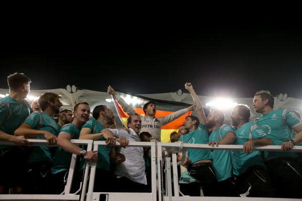 Yas Marina Circuit, Abu Dhabi, United Arab Emirates. Sunday 27 November 2016. New World Champion Nico Rosberg, Mercedes AMG, celebrates with his team. World Copyright: Charles Coates/LAT Photographic ref: Digital Image DJ5R0130