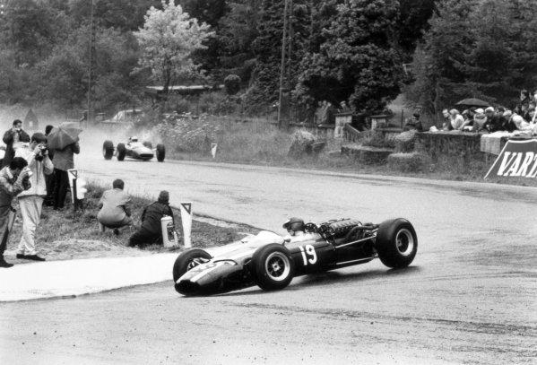 1966 Belgian Grand Prix.Spa-Francorchamps, Belgium. 12 June 1966.Jochen Rindt, Cooper T81-Maserati, 2nd position, leads John Surtees, Ferrari 312, 1st position, action.World Copyright: LAT PhotographicRef: 347D/32
