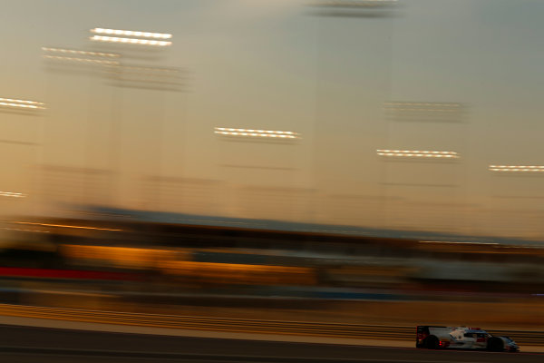2015 FIA World Endurance Championship Bahrain 6-Hours Bahrain International Circuit, Bahrain Saturday 21 November 2015. Marcel F?ssler, Andr? Lotterer, Beno?t Tr?luyer (#7 LMP1 Audi Sport Team Joest Audi R18 e-tron quattro). World Copyright: Alastair Staley/LAT Photographic ref: Digital Image _R6T0025