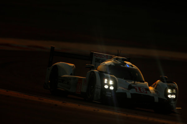 2015 FIA World Endurance Championship Bahrain 6-Hours Bahrain International Circuit, Bahrain Saturday 21 November 2015. Romain Dumas, Neel Jani, Marc Lieb (#18 LMP1 Porsche AG Porsche 919 Hybrid). World Copyright: Alastair Staley/LAT Photographic ref: Digital Image _79P1239