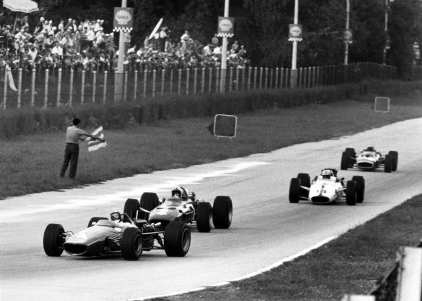 1967 Italian Grand Prix Monza, Italy. 10 September 1967 Bruce McLaren, McLaren M5A-BRM, retired, leads Chris Amon, Ferrari 312, 7th position, John Surtees, Honda RA300, 1st position, and Jackie Stewart, BRM P83, retired, action World Copyright: LAT PhotographicRef: Motor b&w print