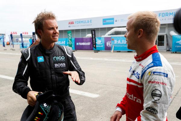 Formula 1 World Champion talking to Felix Rosenqvist (SWE), Mahindra Racing, Mahindra M4Electro.