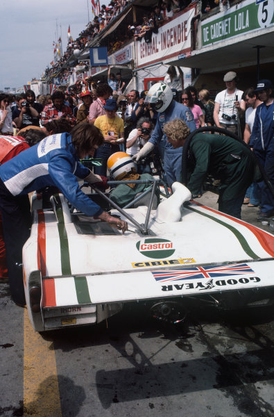 Le Mans, France. 11th - 12th June 1977 Ian Harrower/Martin Birrane/Ernst Berg/Richard Down (Lola T294S Ford), Not classified, pit stop action. World Copyright: LAT PhotographicRef: 77LM21.