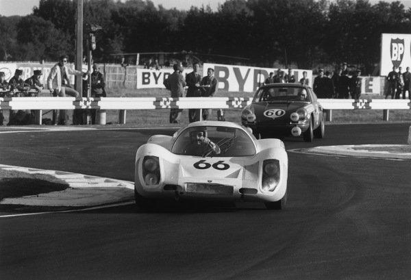 Le Mans, France. 28-29 September 1968.Dieter Spoerry/Rico Steinemann (Porsche 907/8), 2nd position, action.World Copyright: LAT PhotographicRef: 2172 - 34A-35.