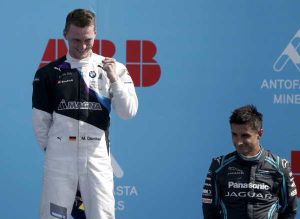 Race winner Maximilian Günther (DEU), BMW I Andretti Motorsports celebrates on the podium with Mitch Evans (NZL), Panasonic Jaguar Racing, 3rd position