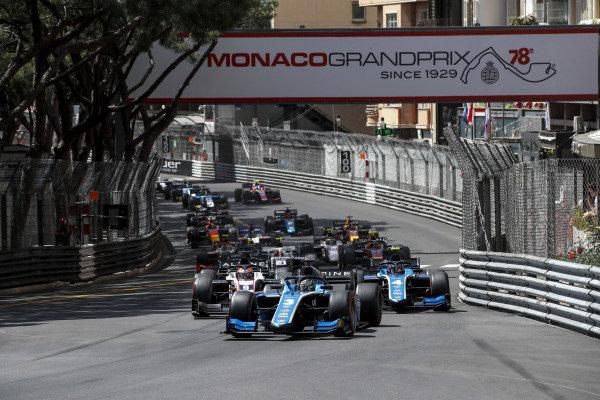 Guanyu Zhou (CHN, Uni-Virtuosi Racing) leads Felipe Drugovich (BRA, Uni-Virtuosi) at the start of the race