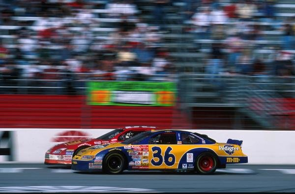 Wheel to wheel racingNascar Winston Cup, Atlanta, 11 March 2001BEST IMAGE