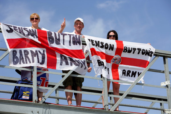 Circuit de Catalunya, Barcelona, Spain10th May 2009Jenson Button's Barmy Army. Atmosphere. World Copyright: Charles Coates/LAT Photographicref: Digital Image ZK5Y1629