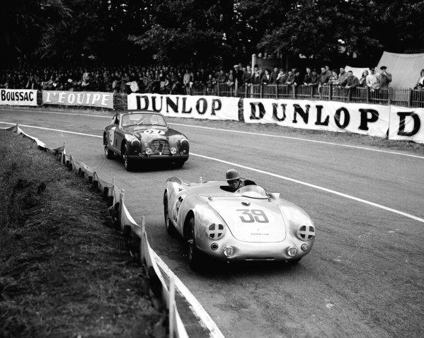 Le Mans, France.12-13 June 1954.Johnny Claes/Pierre Stasse (Porsche 550) leads Jean-Paul Colas/Hernano da Silva Ramos (Aston Martin DB2/4). Claes/Stasse finished in 12th position.Ref-Motor 769/7.World Copyright - LAT Photographic