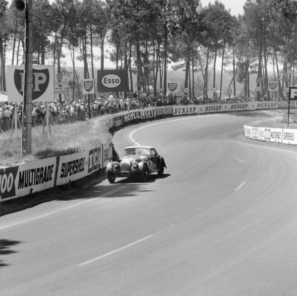 Le Mans, France.23rd - 24th June 1962.Chris Lawrence/Richard Shepard-Baron, Morgan Plus 4 Triumph, 13th position overall, 11th in GT Class, action.World Copyright: LAT PhotographicRef: 14204
