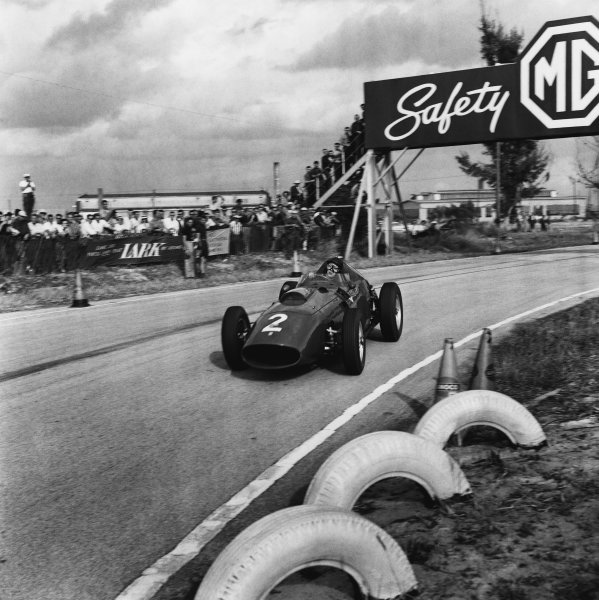 Sebring, Florida, USA. 12 December 1959.Tony Brooks (Ferrari Dino 246), 3rd position, action. World Copyright: LAT Photographic.Ref:  5553