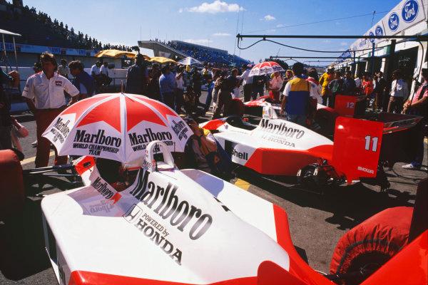 Estoril, Portugal.23-25 September 1988.McLaren MP4/4 Honda in the pits, detail.World Copyright: LAT Photographic.Ref:  88POR