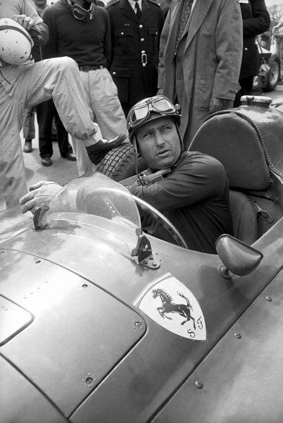 Silverstone, Great Britain. 5 May 1956. Juan Manuel Fangio (Lancia-Ferrari D50). Ref-Motor 5992C/19. World - LAT Photographic
