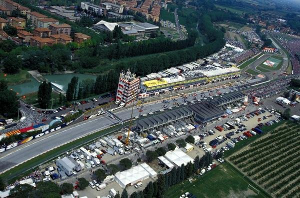 The cars line up on the grid before the race. Formula One World Championship, Rd3, San Marino Grand Prix, Imola, Italy, 1 May 1994.
