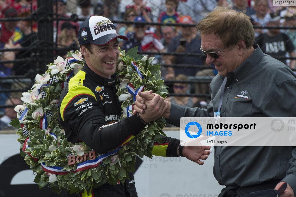 Simon Pagenaud, Team Penske Chevrolet, celebrates with sponsor John Menard