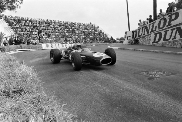Denny Hulme, Brabham BT20 Repco, corrects a slide out of Station hairpin.