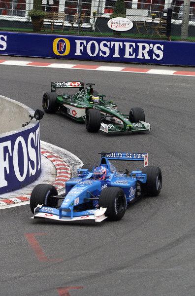 2001 Belgian Grand Prix - RaceSpa Francorchamps, Belgium. 2nd Spetember 2001.Jenson Button, Benetton Renault B201, leads Pedro De La Rosa, Jaguar R2, action.World Copyright: Steve Etherington/LAT Photographicref: 17 5mb Digital Image Only