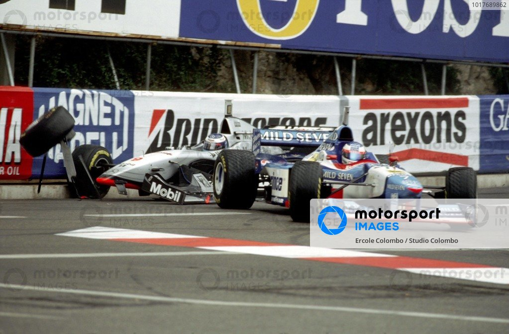 Mika Häkkinen, McLaren MP4-12 Mercedes, crashes into Jean Alesi, Benetton B197 Renault.