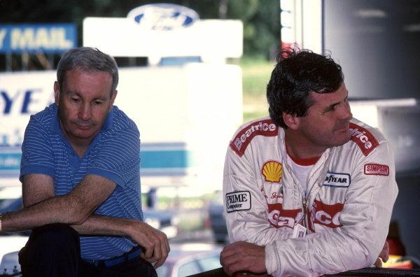 Alan Jones (AUS) Beatrice Lola THL1 and Teddy Mayer, left European Grand Prix, Brands Hatch, 6 October 1985