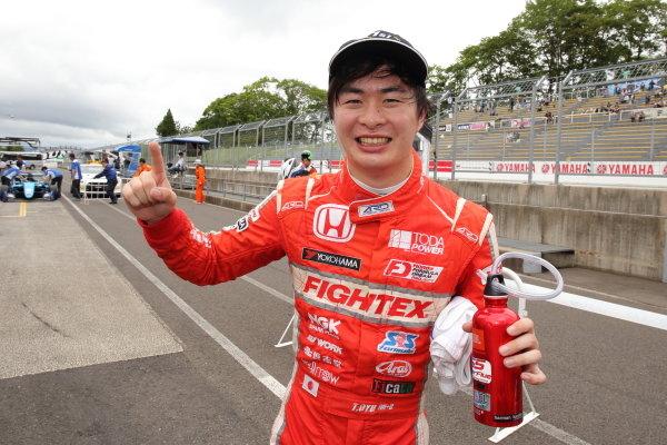 Rd10 Winner Toshiki Oyu, TODA FIGHTEX Dallara F319 Toda, celebrates in parc ferme