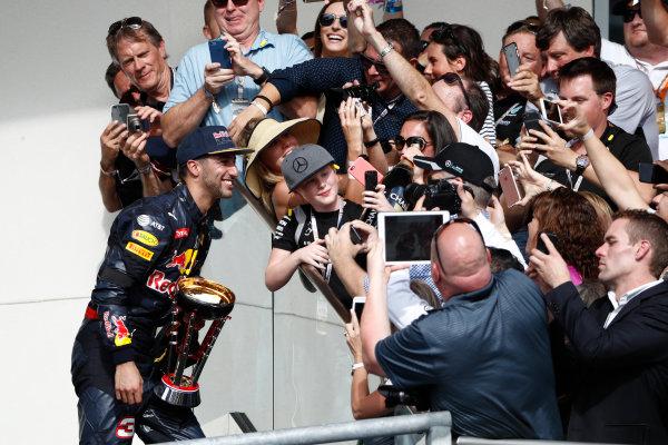 Circuit of the Americas, Austin Texas, USA. Sunday 23 October 2016. Daniel Ricciardo, Red Bull Racing, 3rd Position, stops for photos on the podium. World Copyright: Glenn Dunbar/LAT Photographic ref: Digital Image _31I5466