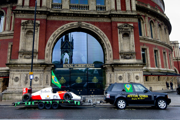 2014 Ayrton Senna Tribute. Royal Albert Hall, Kensington Gore, London. 1st May 2014. Peter Ratcliffe parades a replica 1993 Ayrton Senna McLaren around the streets of London. World Copyright: Alastair Staley / LAT Photographic. Ref: _R6T0368.jpg