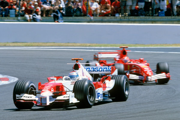 2005 French Grand Prix. Magny-Cours, France. 1st - 3rd July 2005 Jarno Trulli, Toyota TF105 leads Michael Schumacher, Ferrari F2005 in the early stages of the race. Action. World Copyright: Peter Spinney/LAT Photographic Ref: 35mm Image A19