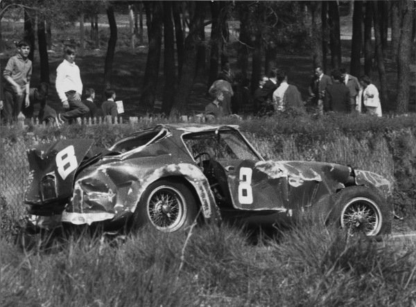 Le Mans, France. 9th - 10th April 1961.Fernand Tavano/Mike Parkes/Jo Schlesser (Ferrari 250 GT SWB), crashed on Sunday by Schlesser.World Copyright: LAT Photographic.Ref:  B/W Print