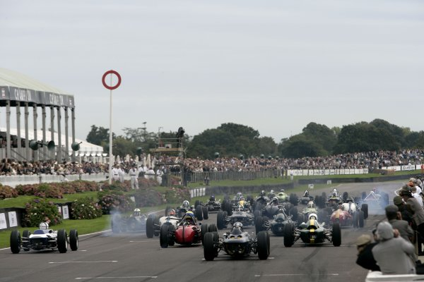 2007 Goodwood Revival Meeting. Goodwood, West Sussex. 1st - 2nd September 2007. Glover Trophy.  The race gets underway.  World Copyright: Gary Hawkins/LAT Photographic ref: Digital Image Only