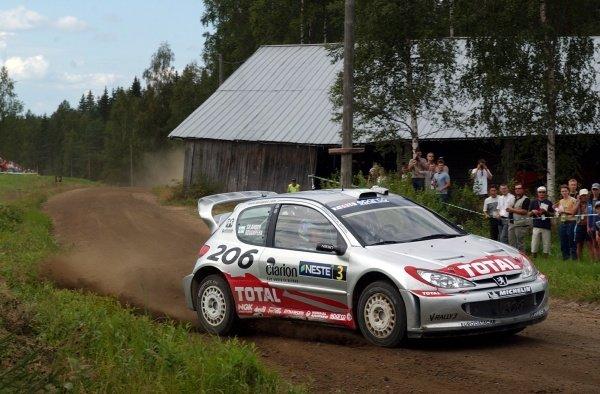 Harri Rovanpera (FIN) Peugeot 206 WRC.FIA World Rally Championship, Rally Finland, Rd9, Finland. Day One. 9 August 2002.DIGITAL IMAGE