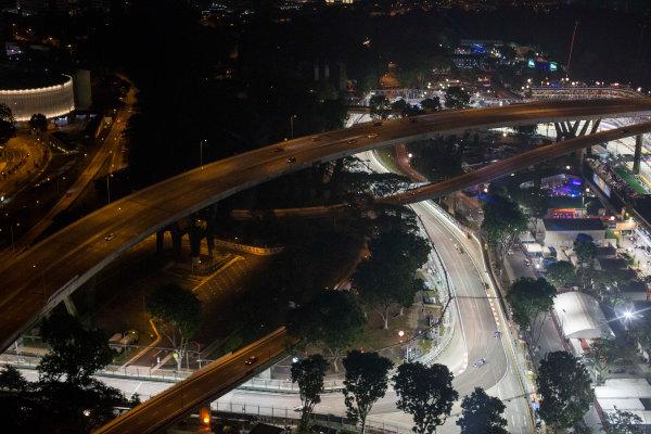 Marina Bay Circuit, Singapore. Sunday 20 September 2015. Felipe Nasr, Sauber C34 Ferrari, leads Marcus Ericsson, Sauber C34 Ferrari, and Jenson Button, McLaren MP4-30 Honda. World Copyright: Will Taylor-Medhurst/LAT Photographic ref: Digital Image _X0W0264