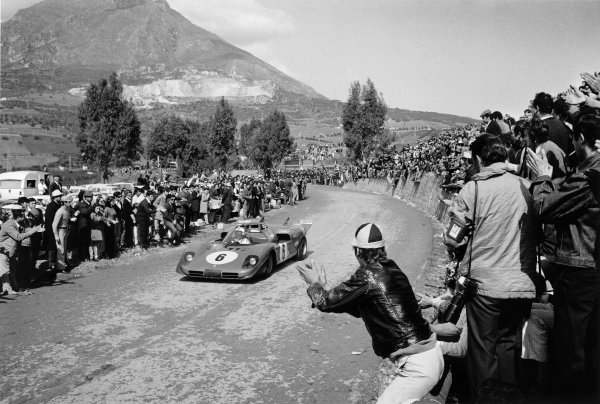 Sicily, Italy.Nino Vaccarella (Ferrari 512S) attracts huge crowds to Sicily great road race.World Copyright:  LAT PhotographicRef: L70_402_4