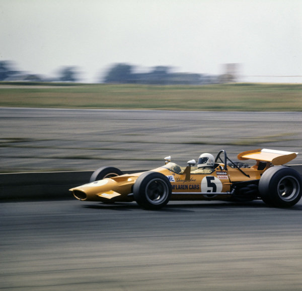 Denny Hulme, McLaren M7A Ford.